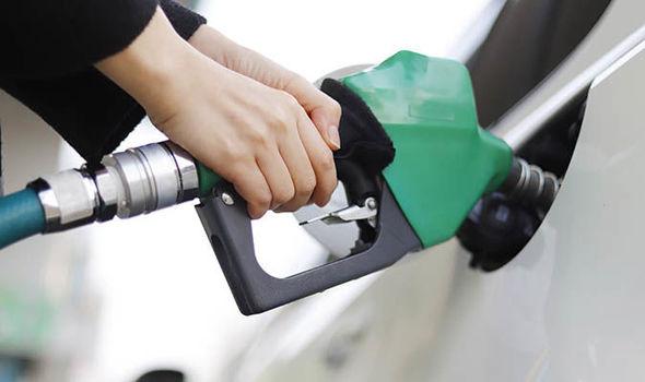 अरामाके के हमले के लगभग एक महीने बाद पहली बार घटे पेट्रोल और डीजल के दाम